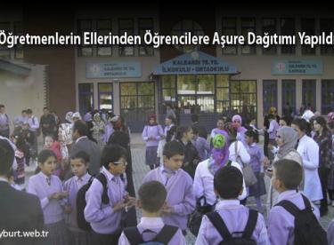 Öğretmenlerin Ellerinden Öğrencilere Aşure Dağıtımı Yapıldı
