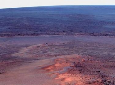 Mars'ta akan su bulundu