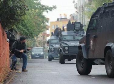 Diyarbakır'da IŞİD operasyonu: İki polis şehit