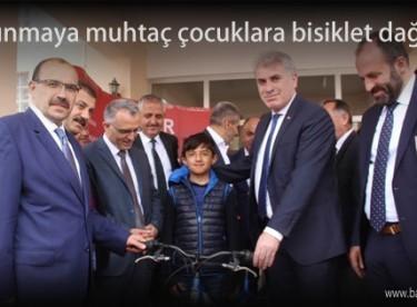 Korunmaya muhtaç çocuklara bisiklet dağıtıldı