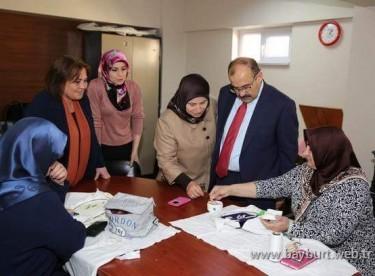 Vali Ustaoğlu, Bayburtlu Kadınlar Derneği'ni ziyaret etti