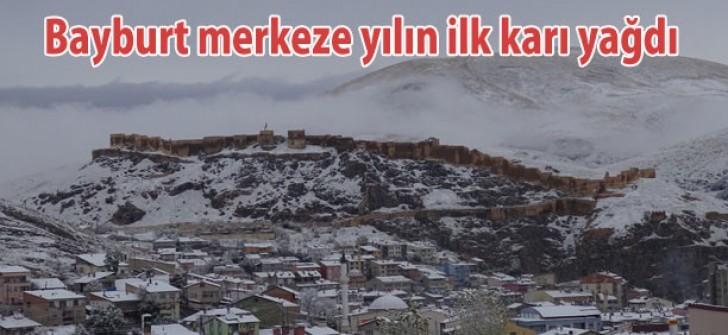 Bayburt merkeze yılın ilk karı yağdı