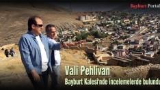 Vali Pehlivan, Bayburt Kalesi'nde incelemelerde bulundu