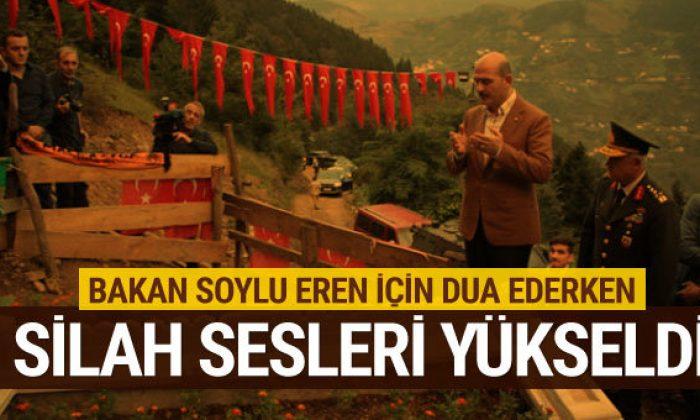 Bakan Soylu Eren Bülbül'ün kabrindeyken silah sesleri yükseldi